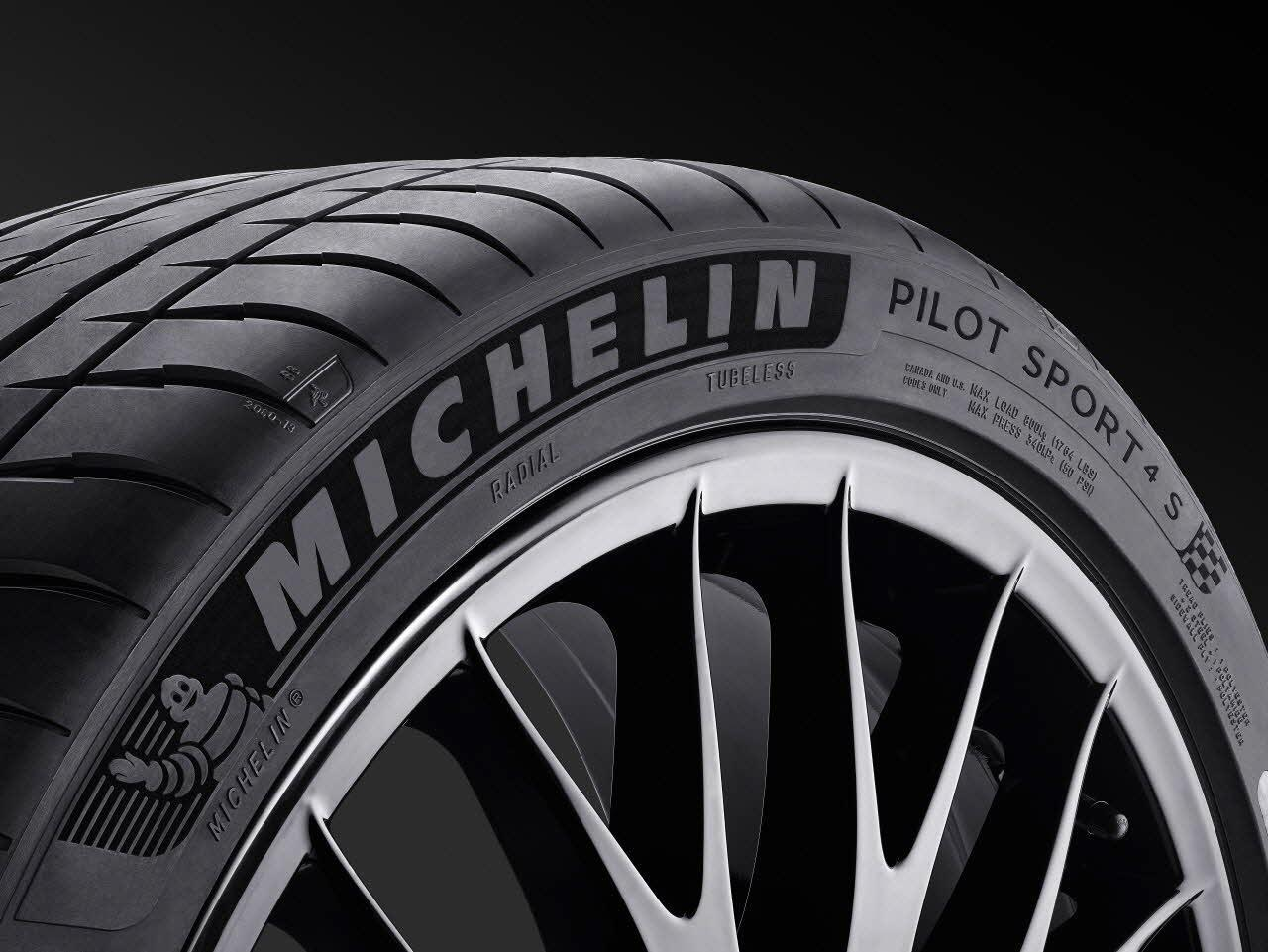 Michelin_Pilot_Sport_4S_Tire_2000x
